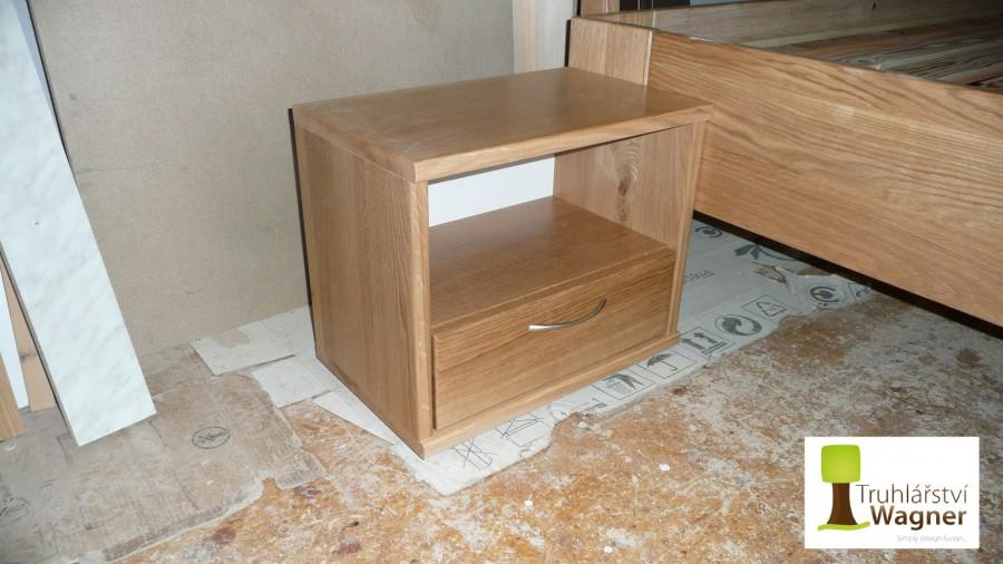 Nocní stolek dub