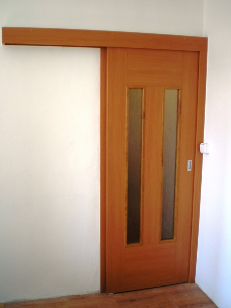 Posuvné interiérové dveře provedení třešeň