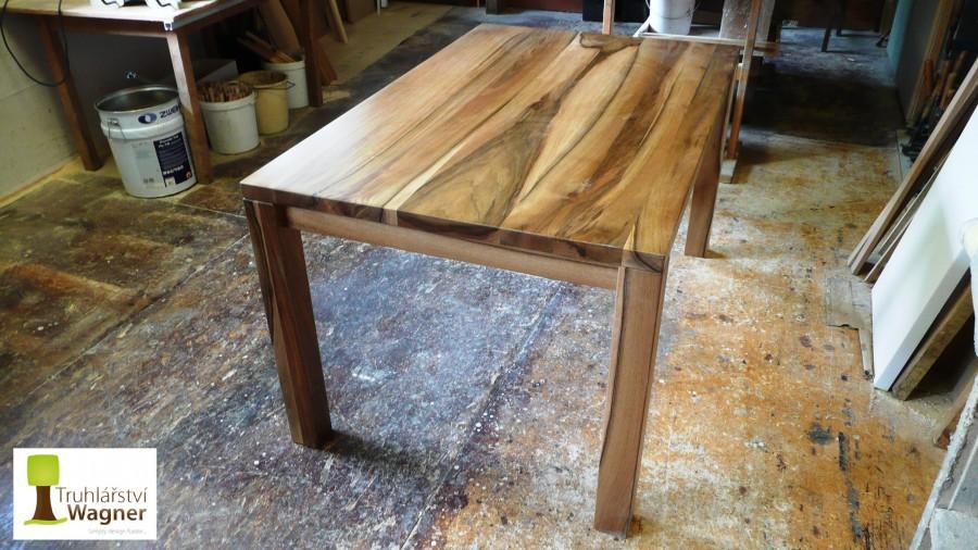 Stůl ořech 2