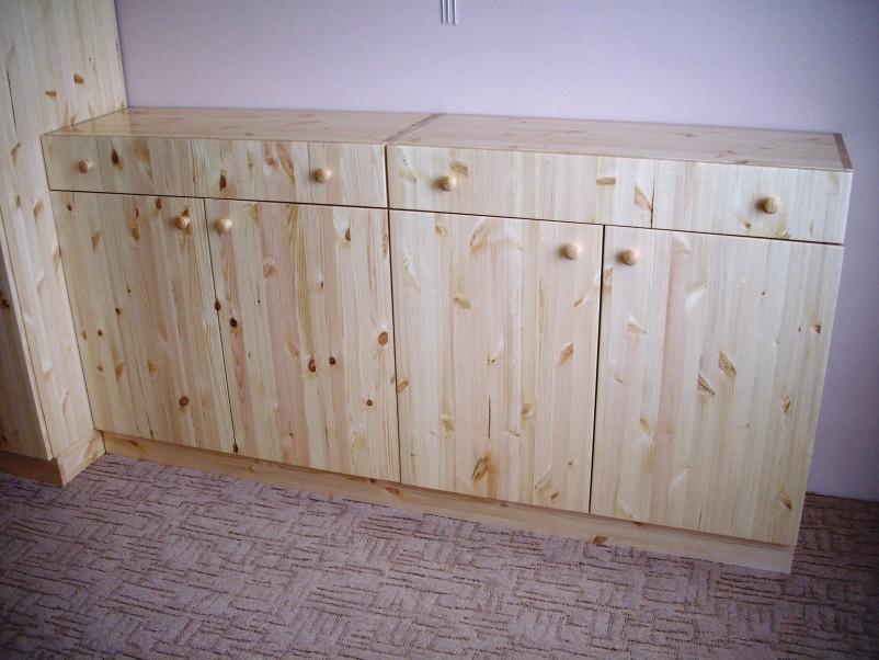 skříně borovice 1