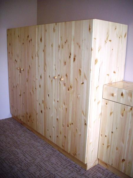 skříně borovice